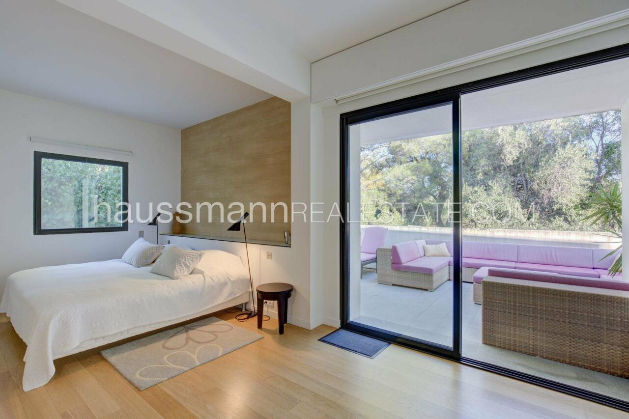 villa Design moderne sous les pins parasols image 20