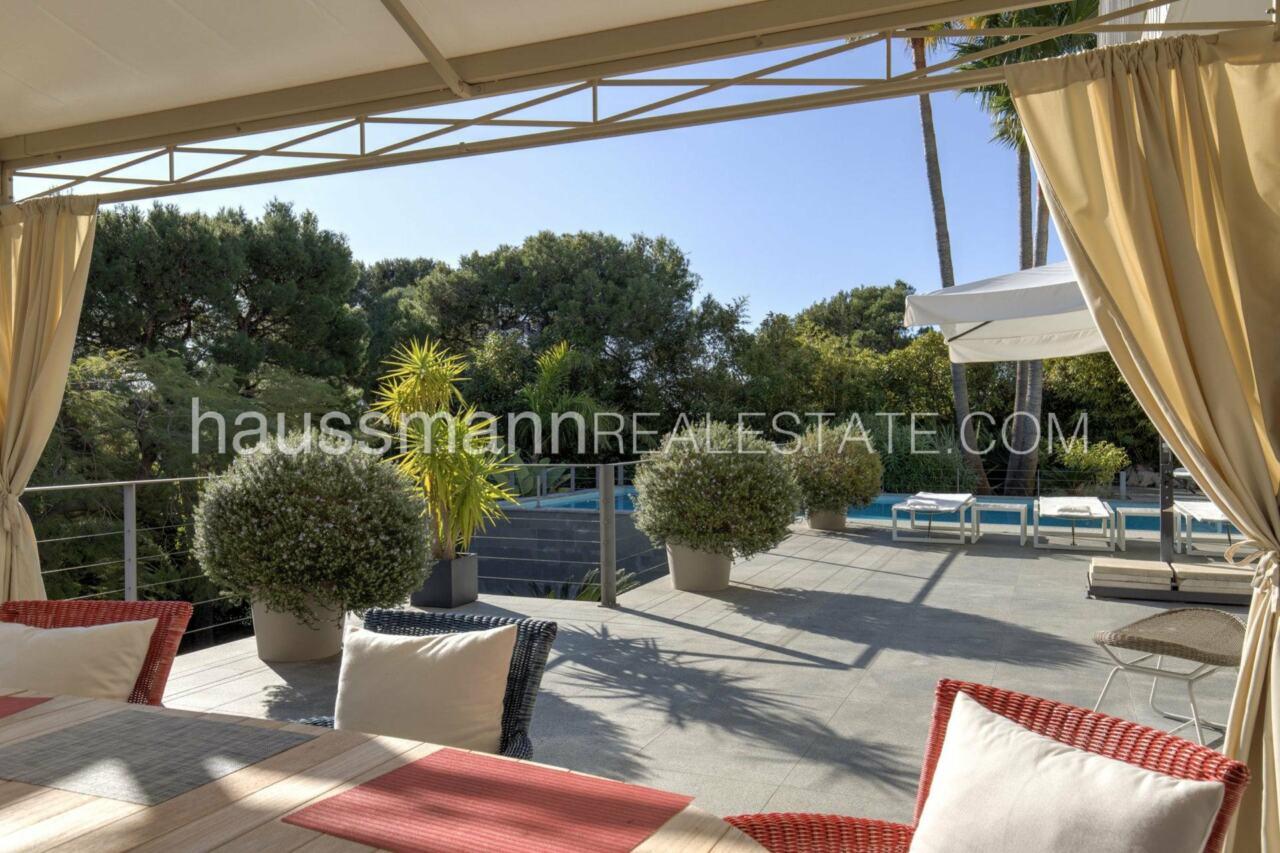 villa Design moderne sous les pins parasols image 6