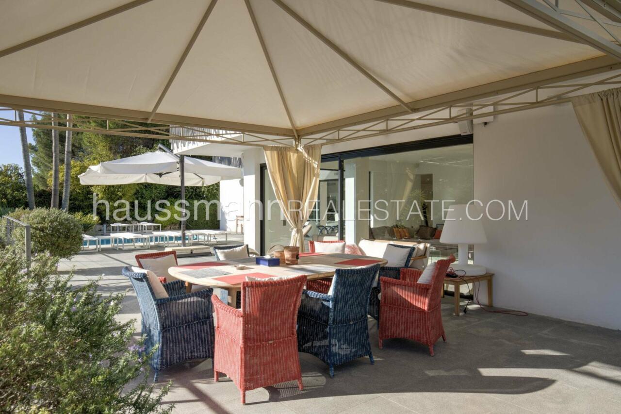 villa Design moderne sous les pins parasols image 26