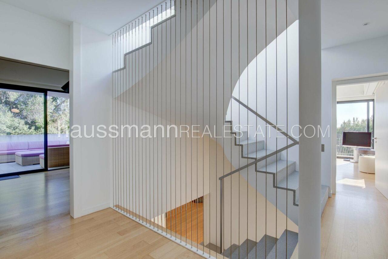 villa Design moderne sous les pins parasols image 11