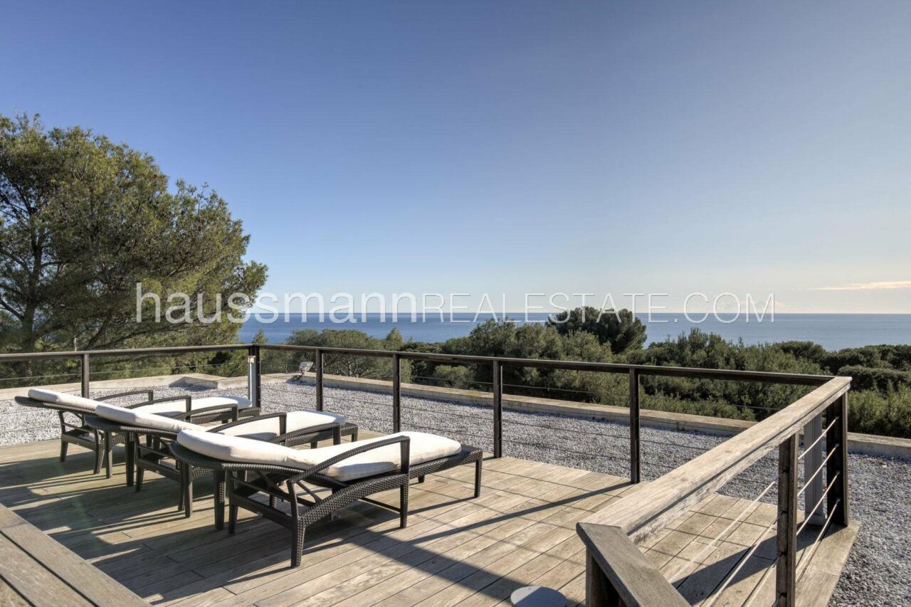 villa Design moderne sous les pins parasols image 7