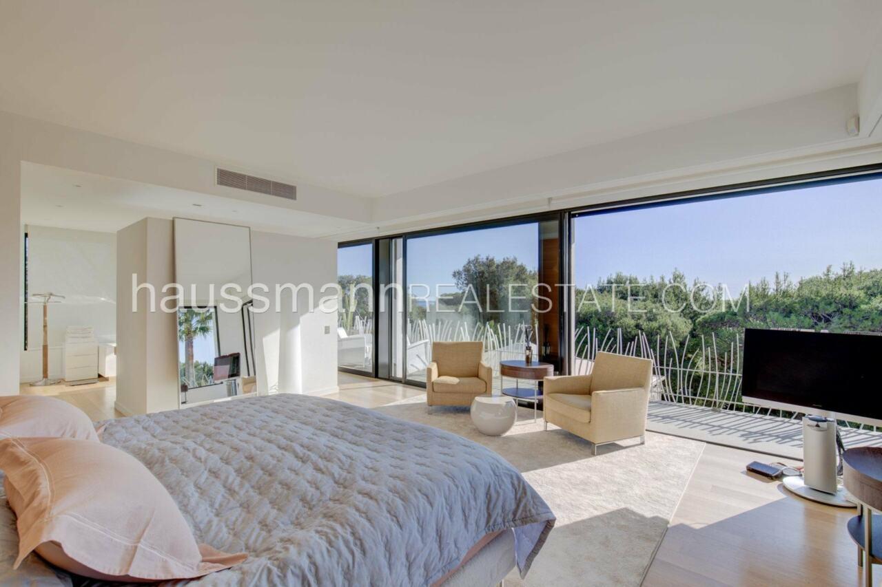 villa Design moderne sous les pins parasols image 4