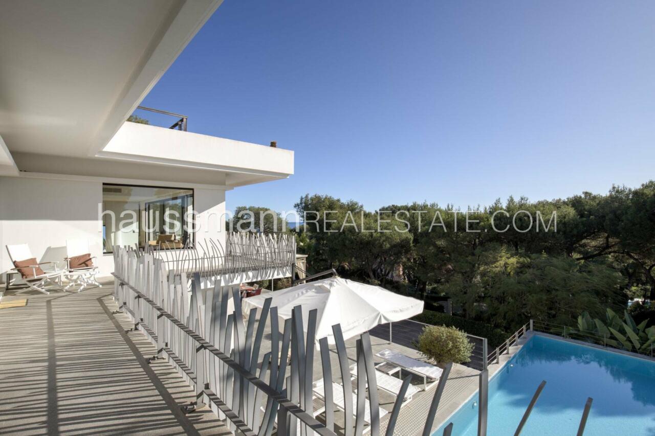 villa Design moderne sous les pins parasols image 12