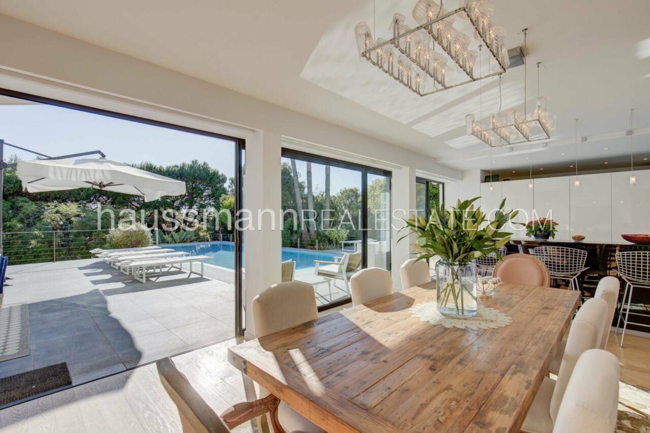 villa Design moderne sous les pins parasols image 10