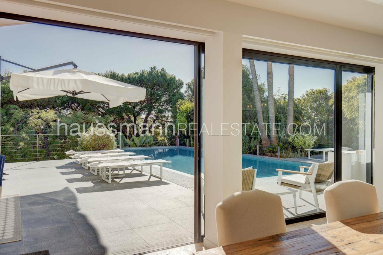 villa Design moderne sous les pins parasols image 15