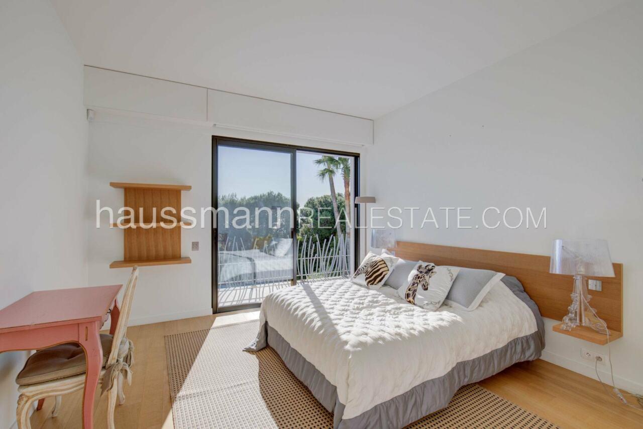 villa Design moderne sous les pins parasols image 18