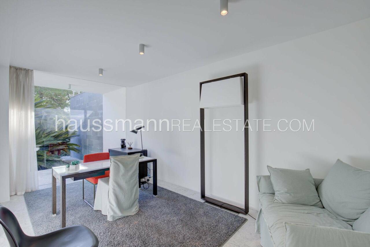 villa Design moderne sous les pins parasols image 23
