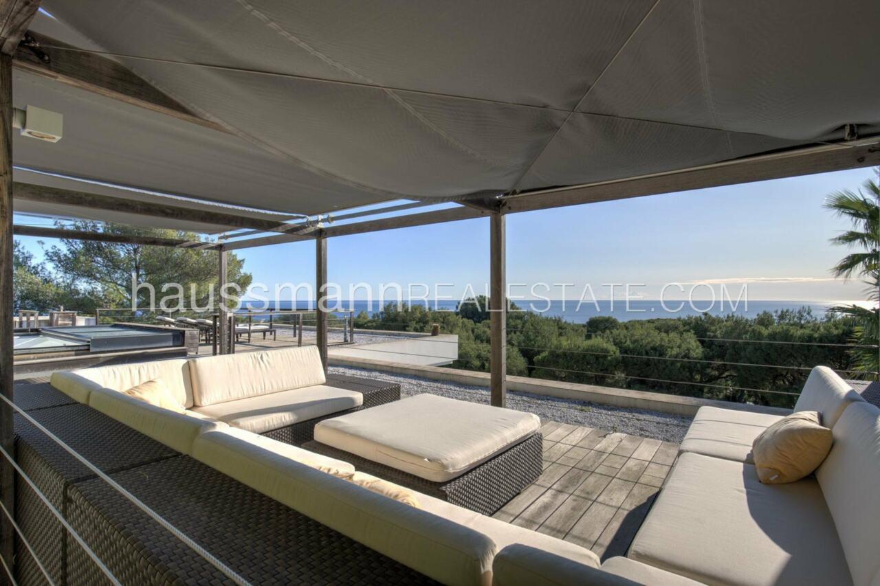 villa Design moderne sous les pins parasols image 8