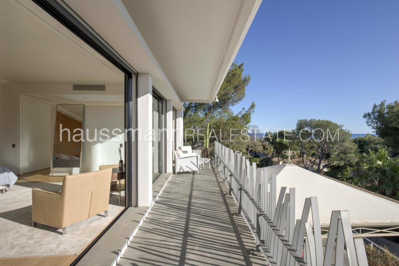 villa Design moderne sous les pins parasols image 25