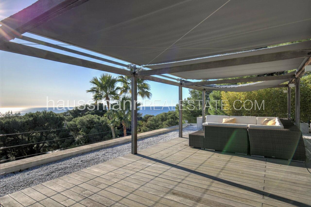 villa Design moderne sous les pins parasols image 3