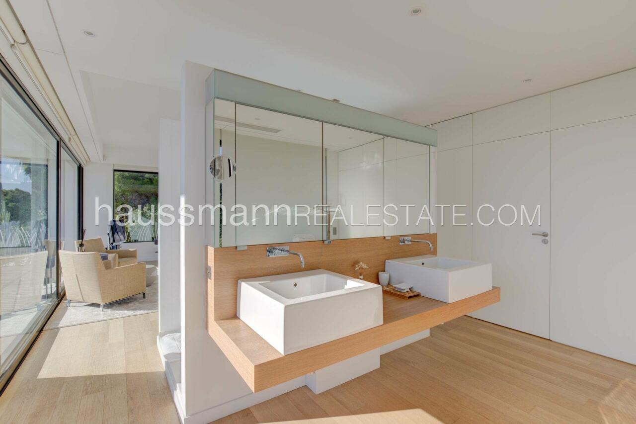 villa Design moderne sous les pins parasols image 21