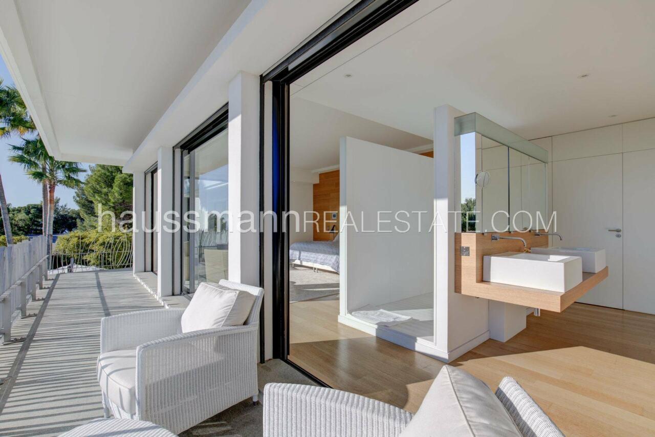 villa Design moderne sous les pins parasols image 5