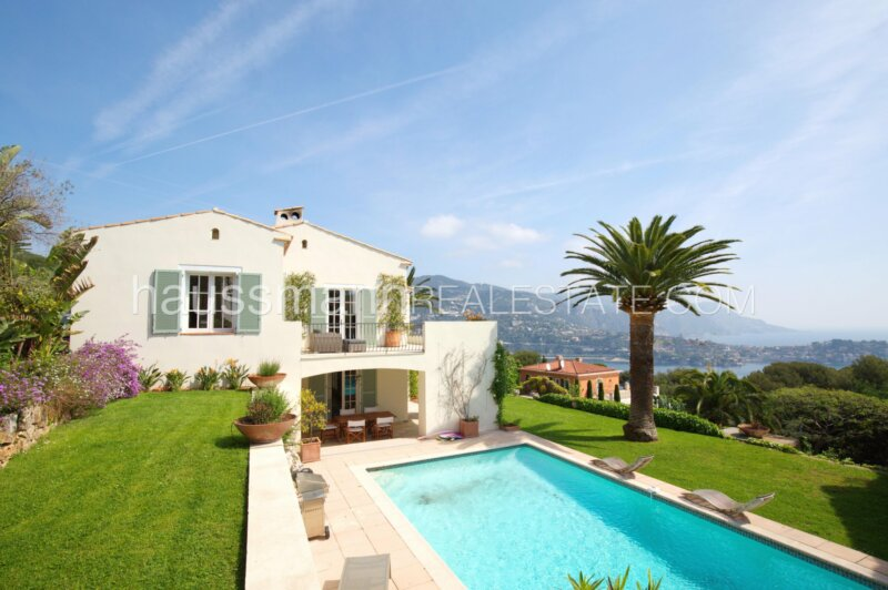 face à la baie de villefranche sur mer, villa avec piscine et vue mer