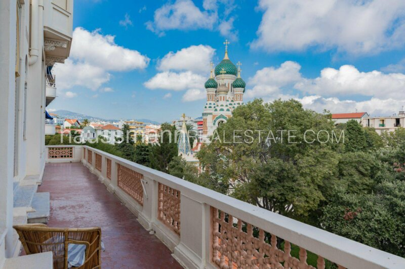 grand appartement, terrasse 64 m2 face à la cathédrale russe