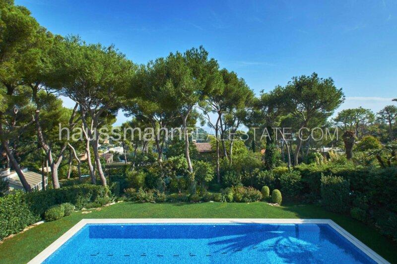 luxueuse villa contemporaine avec vue mer