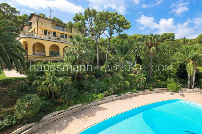 propriété bourgeoise vue mer avec piscine et jardin plat