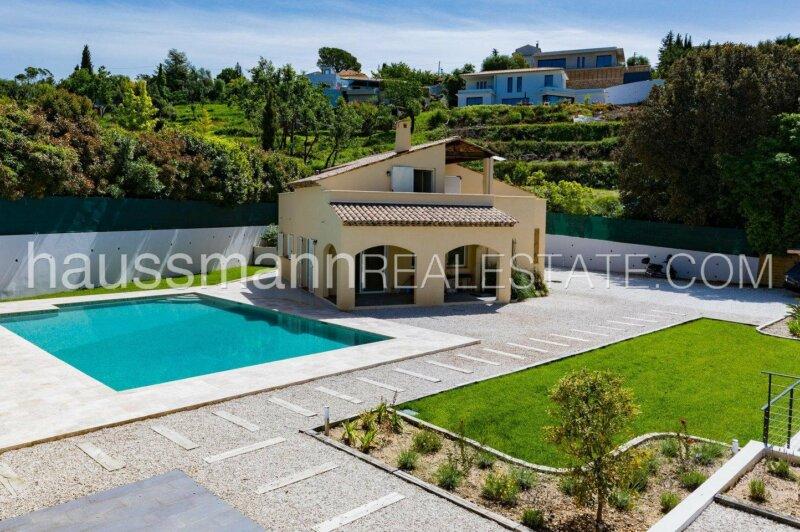 récente néo provençale avec grande piscine et terrain plat